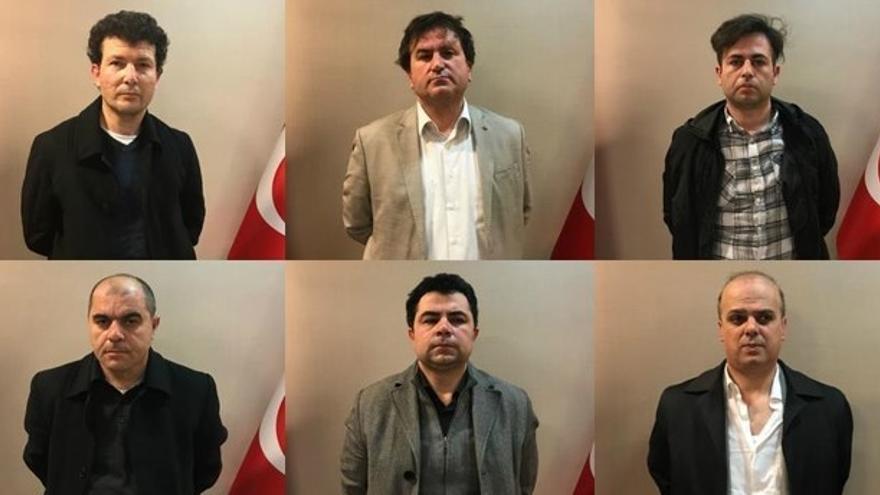 Imagen de los seis ciudadanos turcos detenidos en Kosovo