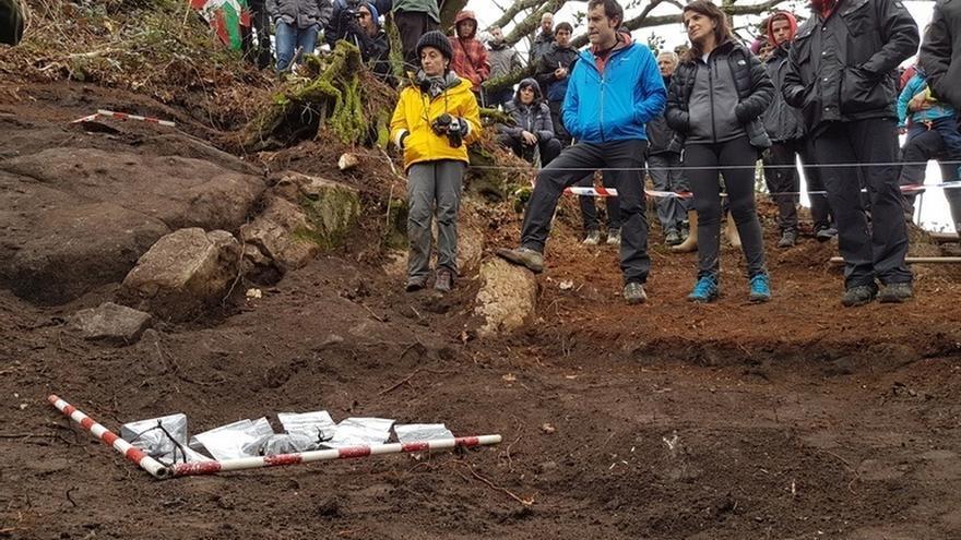 Gobierno vasco participa en la exhumación de restos mortales de un combatiente de la Guerra Civil en el monte Urkullu