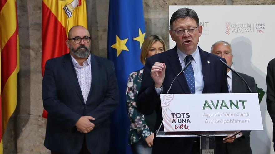 Enric Nomdedéu, Director General de Labora, tras Ximo Puig, president de la Generalitat