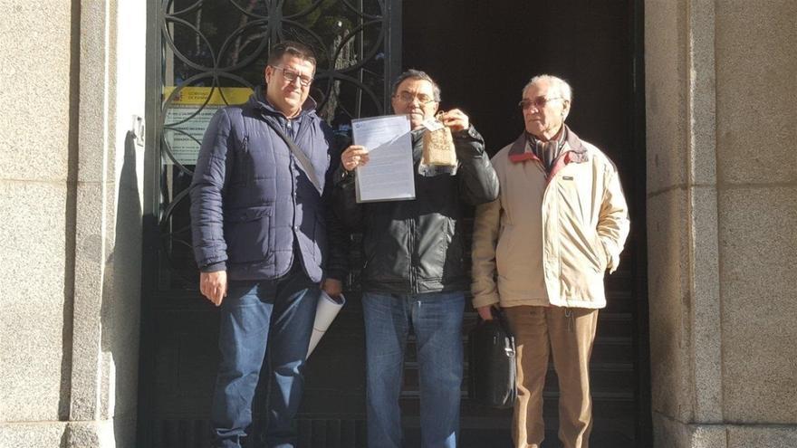 Entrega simbólica de carbón en la Subdelegación del Gobierno central, en Albacete