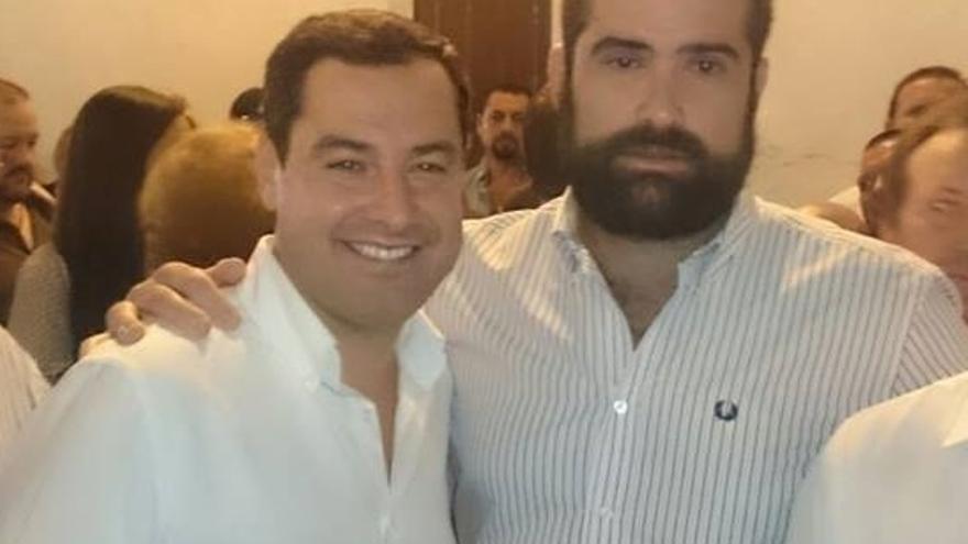 Fotografía de Manuel Barroso junto a Juan Manuel Moreno Bonilla