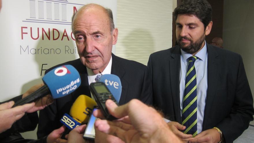 """Miquel Roca aboga por reconducir el """"problema"""" de Cataluña """"dentro de las vías constitucionales"""""""