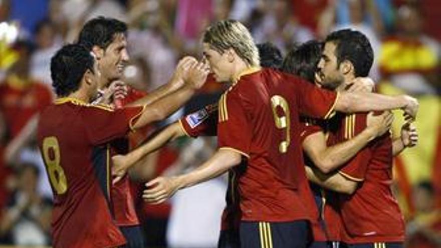 Los jugadores celebran el gol. (EP)