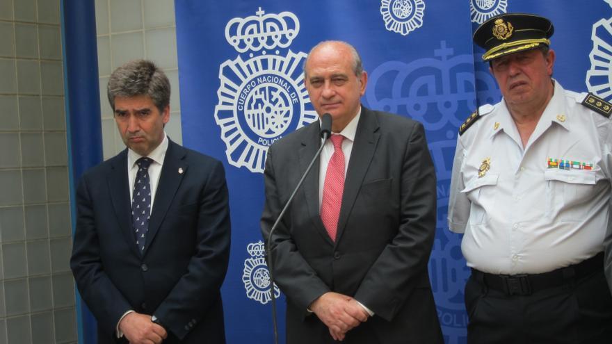 IU pide que Fernández Díaz explique en el Congreso la detención de dos fotógrafos y que cese al director de la Policía