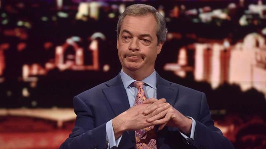 """Farage dice que el """"Brexit"""" permitirá """"enviar de vuelta"""" a los inmigrantes"""