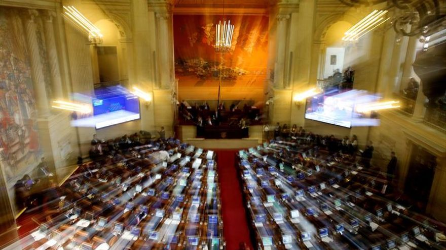 El nuevo acuerdo de paz es aprobado por el Congreso tras un acalorado debate