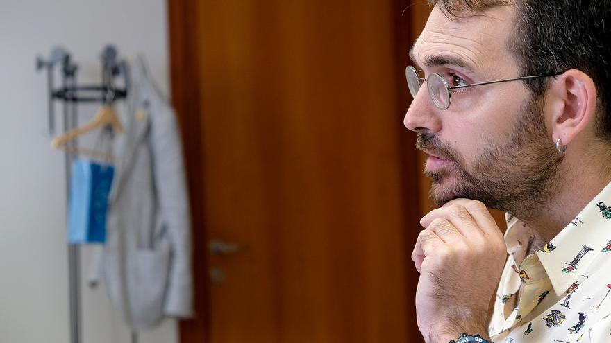 Toni Valero, líder andaluz de IU, se reunió el jueves por primera vez con el grupo parlamentario de Adelante Andalucía.