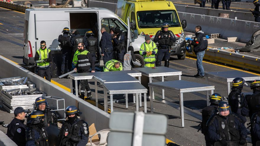 Vox acusa a Sánchez de ordenar la retirada de la Guardia Civil de la frontera francesa y no descarta pedir el Ejército