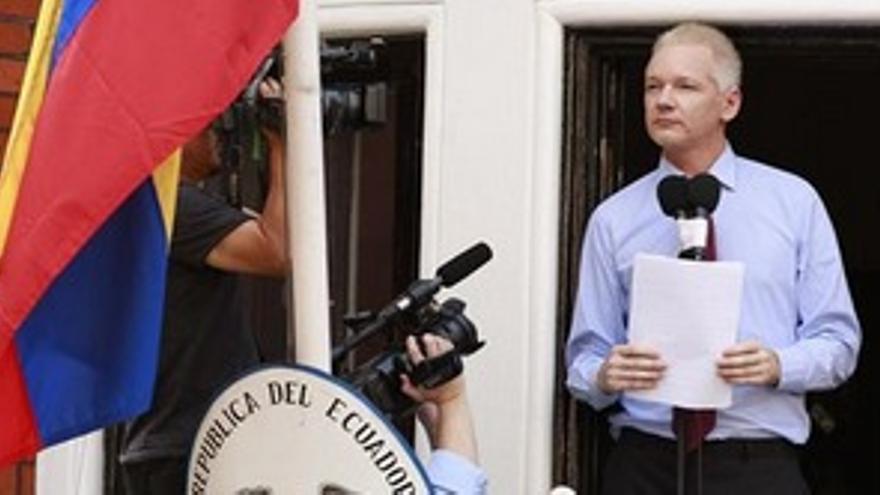 Assange en la Embajada de Ecuador. (EUROPA PRESS)