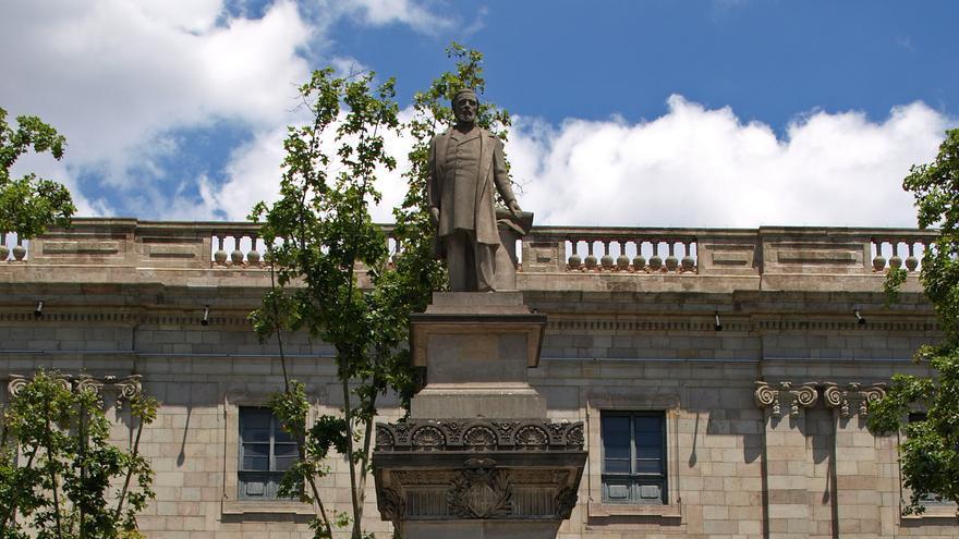 Estatua del negrero Antonio López, en la plaza del mismo nombre en Barcelona