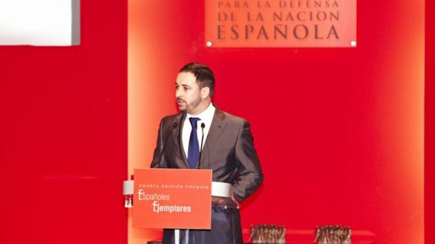 """El líder de Vox, Santiago Abascal, interviene en un acto de los premios al """"español ejemplar del año"""" de la fundación ultra DENAES."""