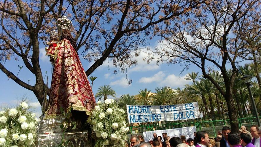 La imagen de la Fuensanta junto al solar donde estaba la guardería de La Paz / MJA