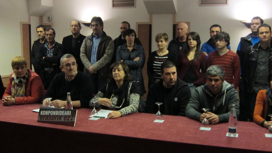 """EH Bildu, sindicatos y agentes sociales denuncian """"el empeño del Gobierno"""" en impedir avanzar en el proceso de paz"""