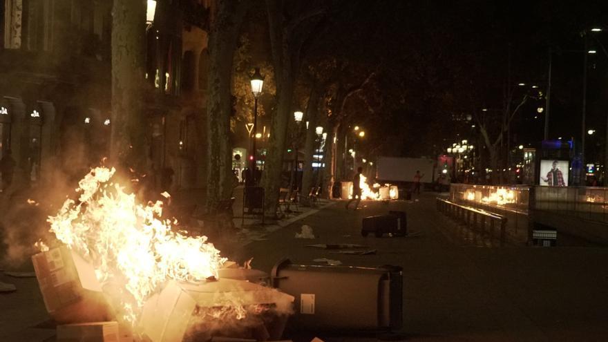 Barricadas y hogueras en las protestas contra la sentencia del procés