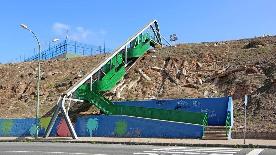 Restos de las vigas del tren vertebrado de Las Palmas de Gran Canaria en el barrio del Atlántico