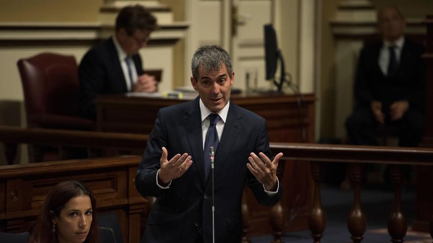 El presidente del Gobierno de Canarias, Fernando Clavijo en el pleno del Parlamento (Flickr Parlamento de Canarias)