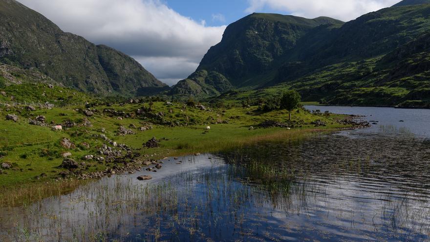 Lago en Dunloe Gap; este desfiladero es uno de los parajes más bonitos del suroeste de Irlanda. Hannes Hiller
