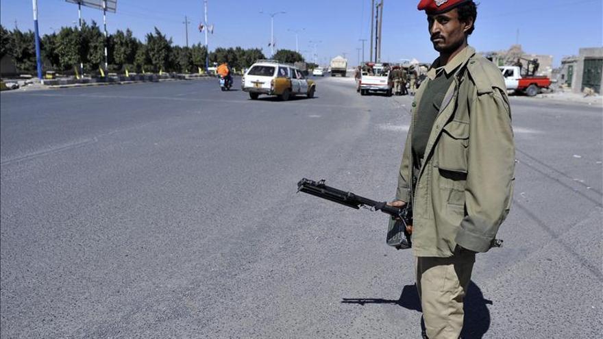 El Ejército yemení inicia una ofensiva contra Al Qaeda para liberar a los rehenes