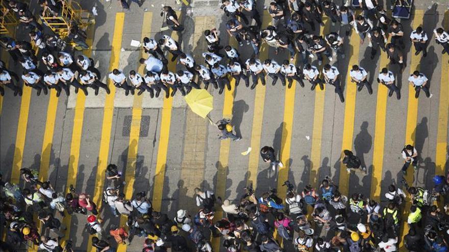 Los estudiantes amenazan con tomar los edificios gubernamentales de Hong Kong