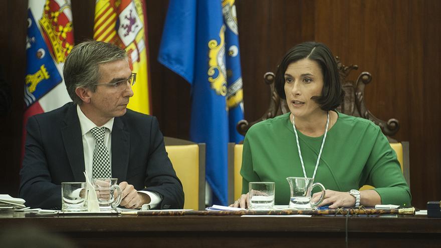 César Díaz y Gema Igual en el pleno del Ayuntamiento de Santander.   JOAQUÍN GÓMEZ SASTRE