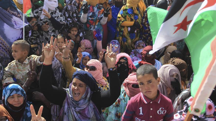 Refugiados saharauis en una manifestación en febrero de 2021