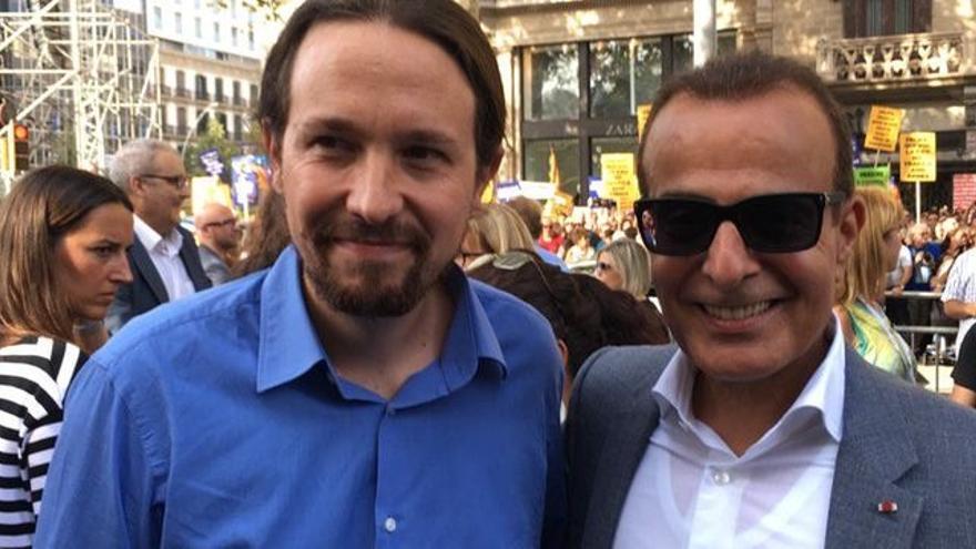 El secretario general de Podemos, Pablo Iglesias, junto al embajador de Qatar en España, Mohammed Al Kuwari. (Imagen publicada en Twitter por Al Kuwari).