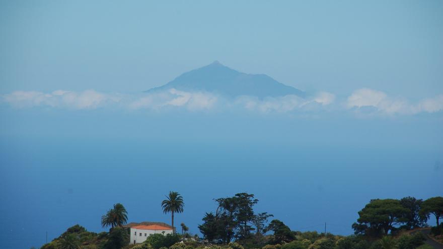 Nuboso con claros en La Palma.