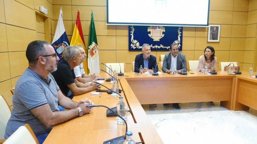 Torres, en la reunión mantenido con los representantes de los trabajadores del hotel Oliva Beach