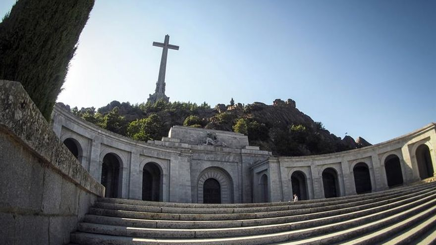Manifestantes piden la exhumación de Franco del Valle de los Caídos