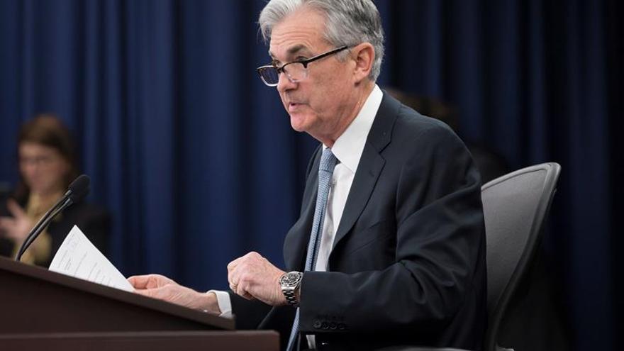 Powell dice que aranceles de Trump preocupan a los líderes empresariales de EE.UU.