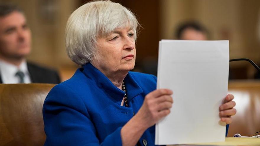 La Fed comienza a ver alza más amplia y sostenida de los salarios en EE.UU.