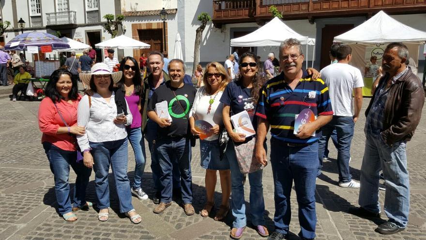 Los candidatos de Unidos Podemos por la provincia de Las Palmas en una vista al mercadillo de Teror