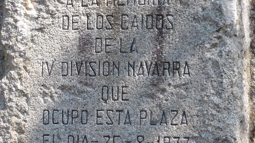 Leyenda en honor a la IV División de Navarra.   DESMEMORIADOS