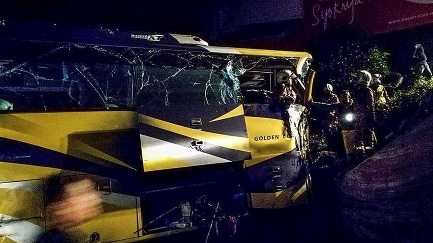 Catorce muertos y 16 heridos en un accidente de autobús en Malasia