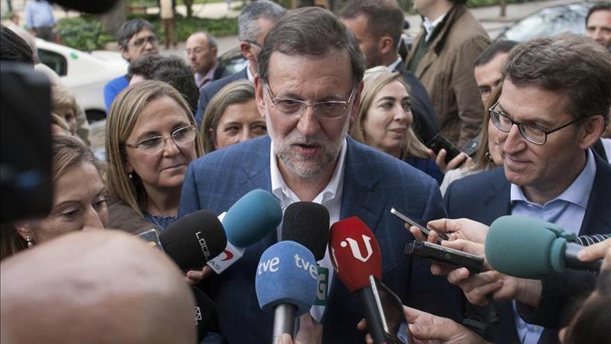 Un menor agrede a Rajoy en un paseo electoral en Pontevedra
