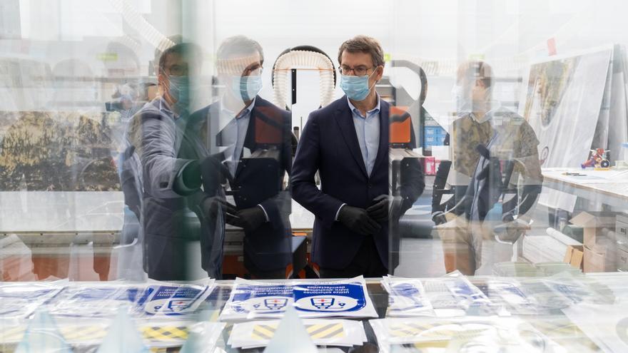 El presidente de la Xunta visita una empresa en Silleda que hace pantallas protectoras