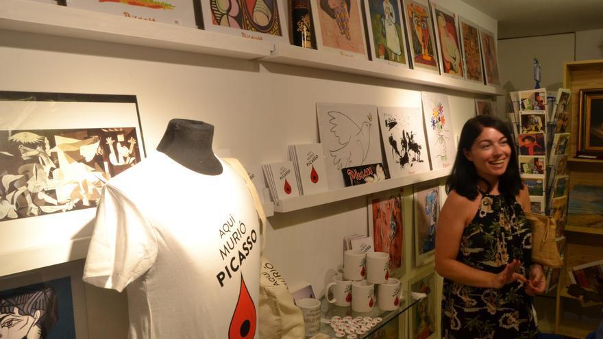 """Inauguración de la """"Aquí murió Picasso souvenir store""""   N.C."""