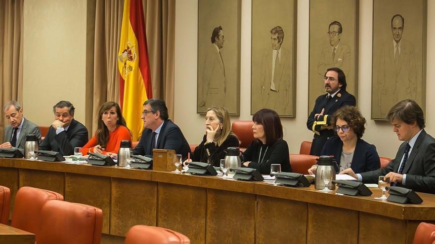 La Diputación Permanente del Congreso decidirá mañana si fuerza la comparecencia de Pedro Sánchez y 12 ministros