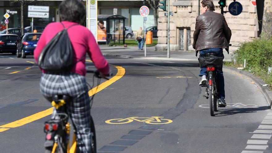 A causa del tráfico reducido por el coronavirus, el distrito berlinés de Friedrichshain-Kreuzberg ha ampliado temporalmente los carriles para bicicletas.