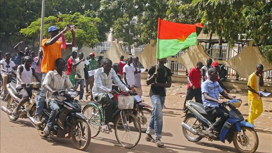EE.UU. previene contra avances inconstitucionales de militares en Burkina Faso