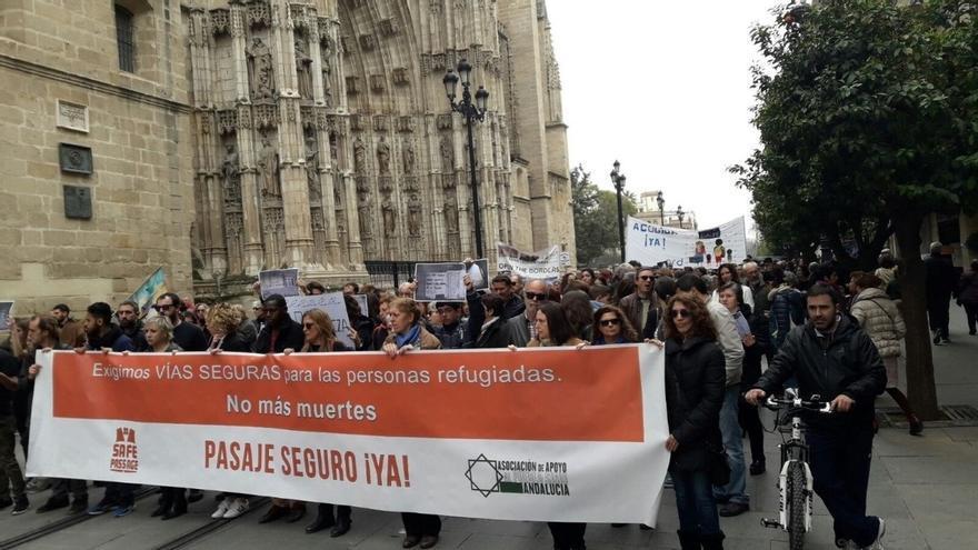 Las concentraciones en apoyo a los refugiados suman miles de manifestantes entre Sevilla y Córdoba