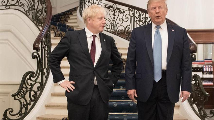 """Trump promete a Johnson un acuerdo comercial rápido tras el """"brexit"""""""
