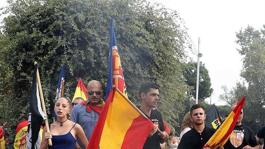 La ultraderecha y antifascistas se manifiestan sin incidentes en Barcelona