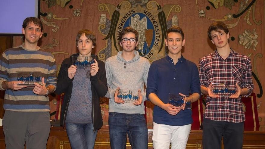 Álvaro Galván, del IES Basoko, y Juan Álvarez, de Irabia- Izaga, ganadores de la Olimpiada de Filosofía