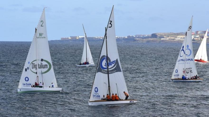 En la imagen, una regata de vela latina.