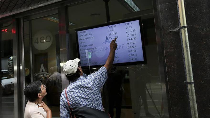 El peso argentino cae un 42 por ciento en la cotización del estatal Banco Nación