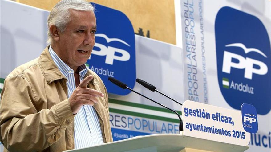 Arenas subraya el apoyo del PP a Monago para que se presente a la reelección