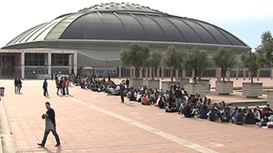Centenares de fans esperan a Lady Gaga.