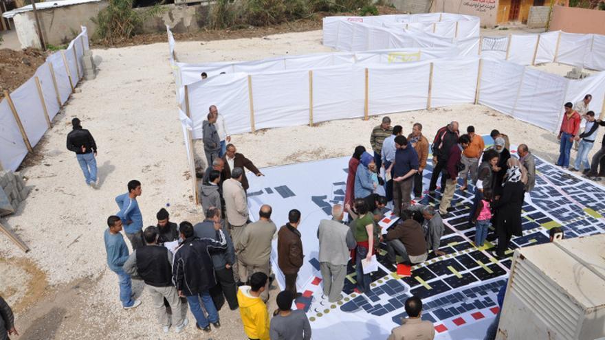 Uno de los talleres de generación de mapas para la reconstrucción del campo de refugiados de Nahr-el-Bared. / CRNB y UNRWA