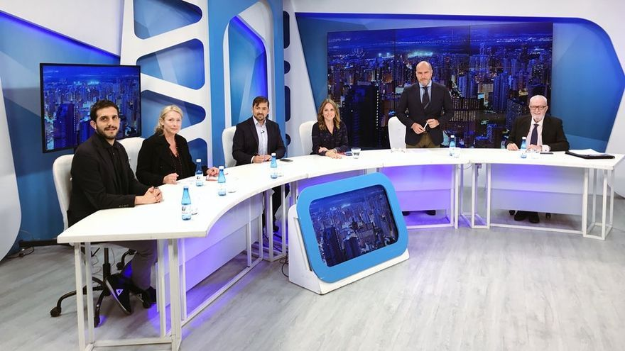 Pedro Agramunt, en el programa 'El Faro' de La 8 TV este miércoles antes de ser entrevistado sobre el caso Azerbaiyán.